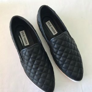 Steve Madden Black quilted sneakers size 7m